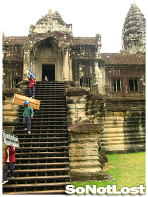 workers at Angkor Wat